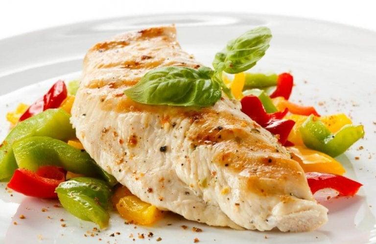 Deliciosa receita de peito de frango com legumes