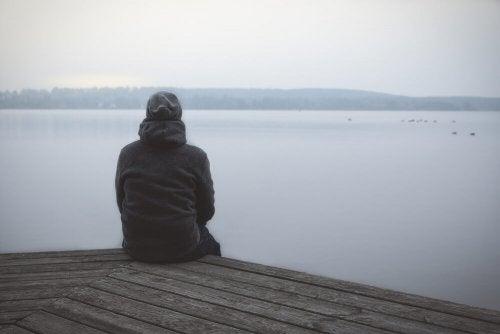 Pessoa separada e sozinha