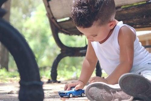 Carrinho é um brinquedo para estimular a aprendizagem das crianças