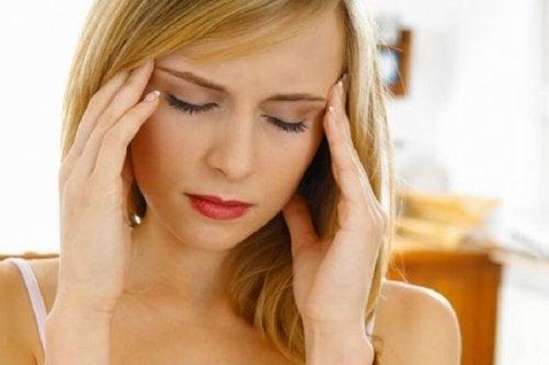 Dor de cabeça pode indicar que o corpo não está nada bem
