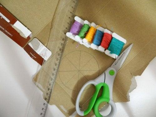 Mesinhas de cabeceira com caixas recicladas