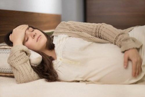 Mulher com esgotamento físico na gravidez