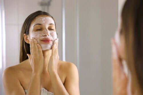4 máscaras para relaxar os olhos e eliminar as olheiras