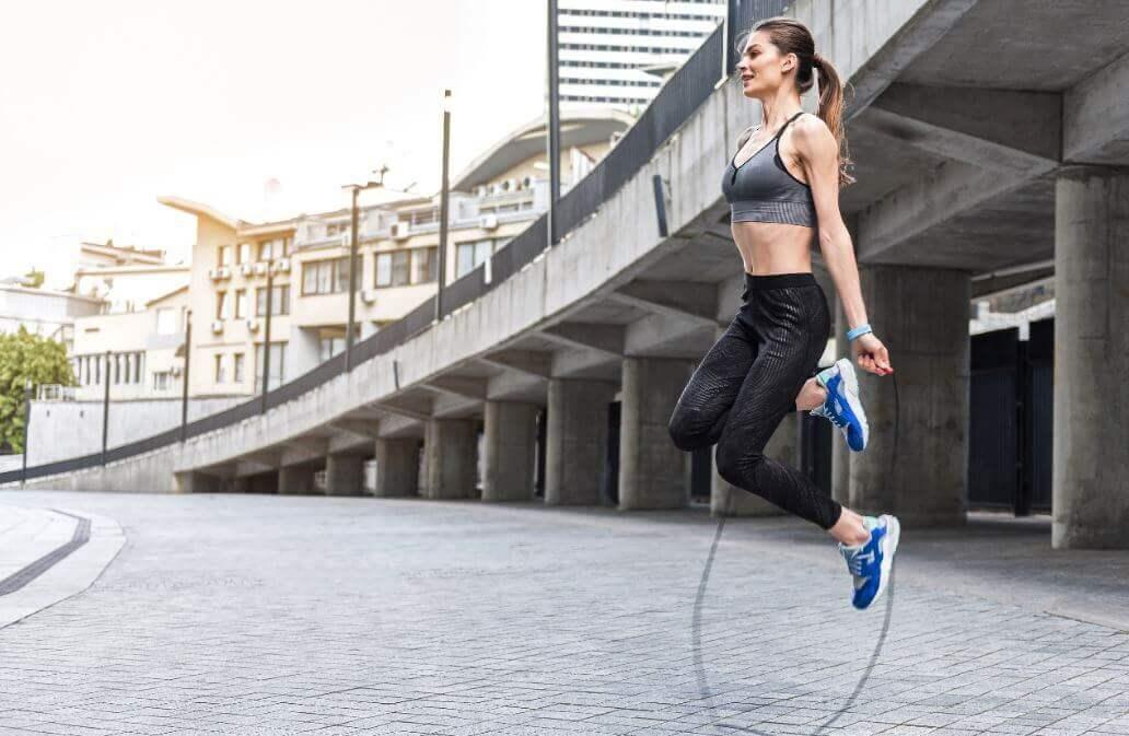 Exercícios cardiovasculares usando corda