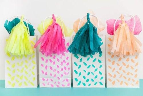 Sacolas de presente coloridas
