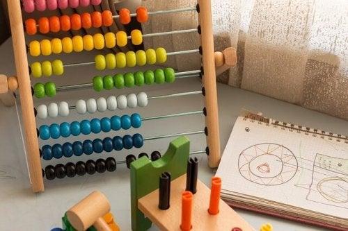 Brinquedo para estimular a aprendizagem das crianças