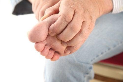 5 remédios naturais para tratar o pé de atleta