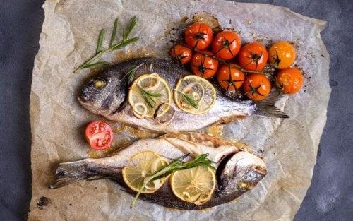 Prepare um requintado peixe assado em seus sucos