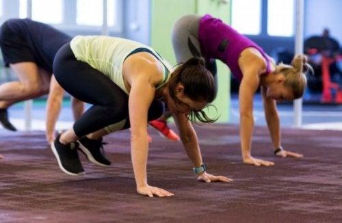 Exercícios cardiovasculares com agachamentos