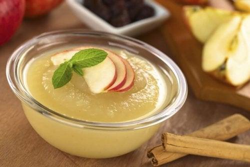 Compota de maçã preparada em casa