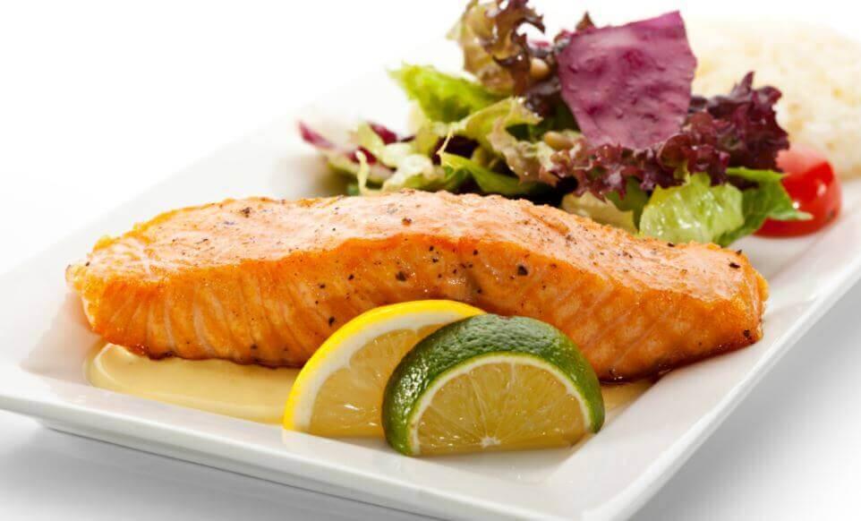 Prepare um delicioso salmão com molho de limão