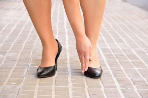 Sapatos desconfortáveis
