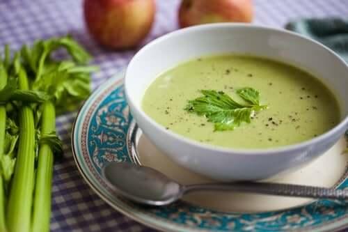 Como no almoço, no jantar você também pode preparar pratos deliciosos com baixo teor de gordura, o que te ajudará a perder peso