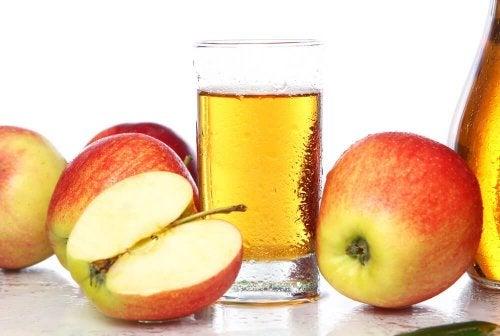 Bebida de maçã para tratar a anemia na gravidez