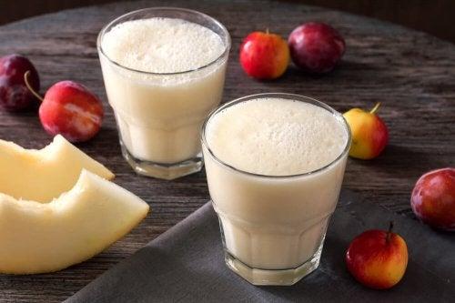 Suco de melão e ameixa