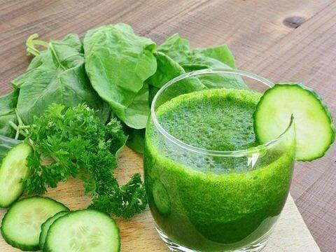 Suco verde com espinafre