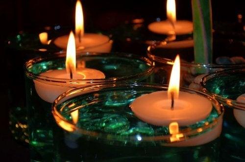 Decoração com velas e gemas