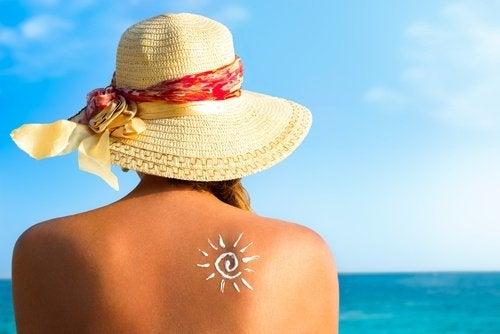 Tomar sol fornece vitaminas ao corpo