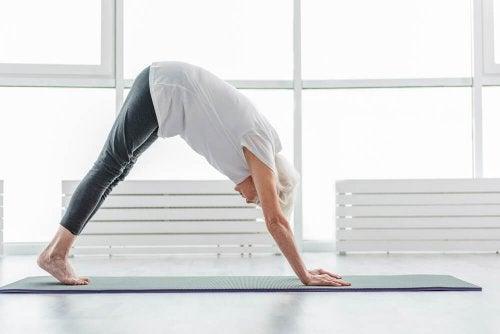 Elimine os gases praticando exercícios