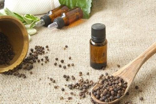 Remédios com pimenta em forma de óleo