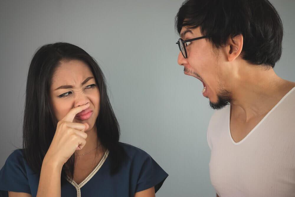3 enxaguantes naturais para aliviar o mau hálito