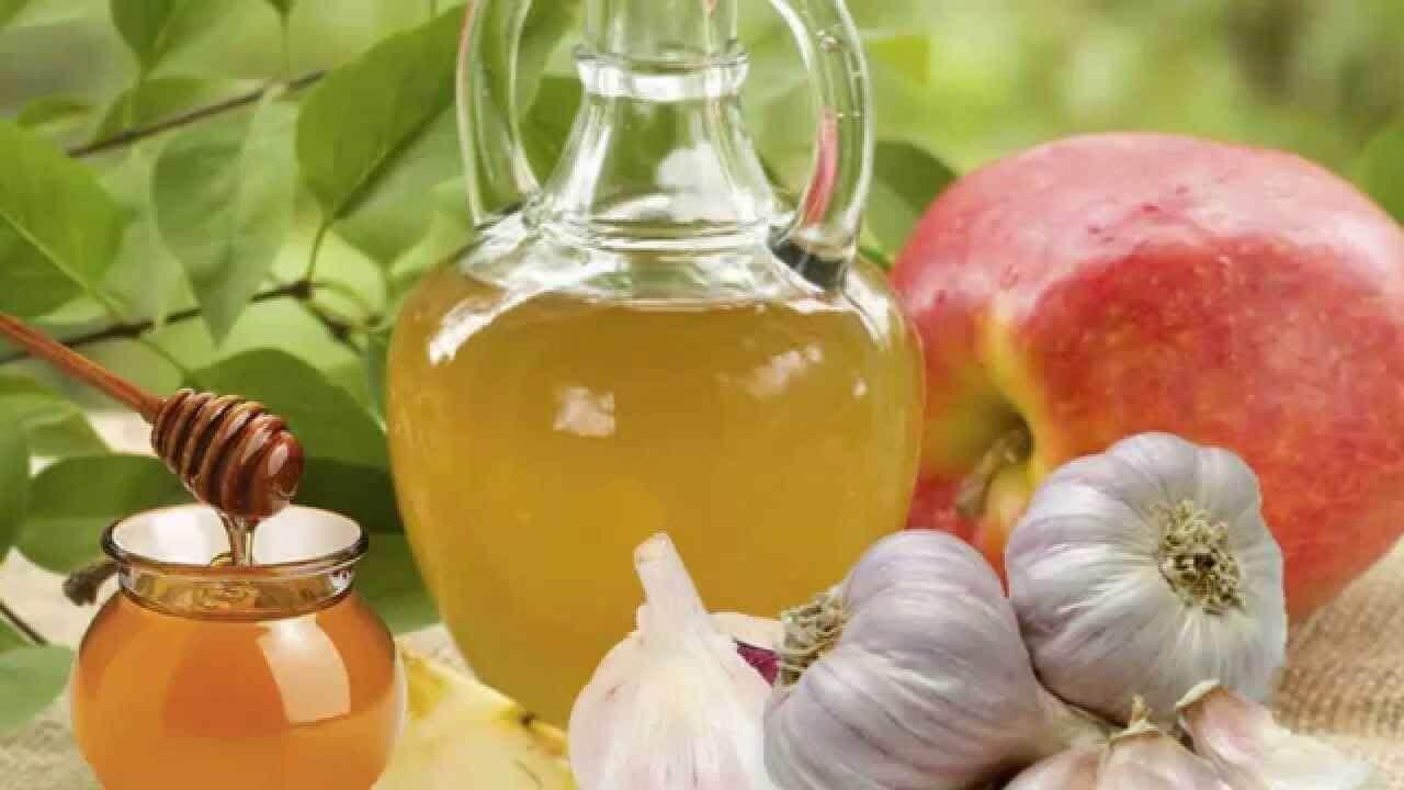 A infusão de alho ajuda a aliviar uma infecção de garganta