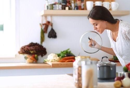 4 dicas para se desfazer do mau cheiro da tubulação da cozinha