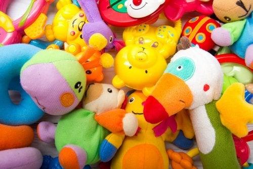 Brinquedos para bebês de materiais seguros