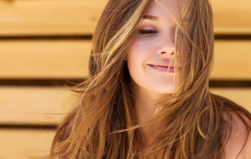 Como remover as pontas duplas do cabelo sem perder o comprimento