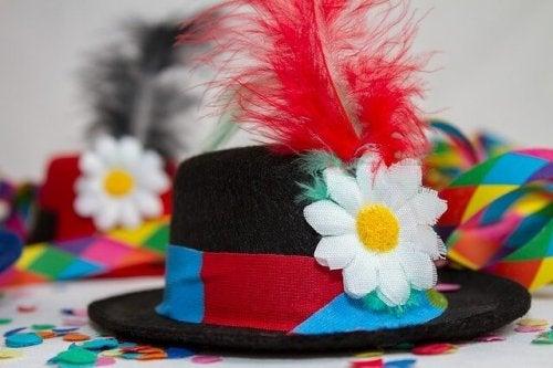 Chapéus de festa com vários detalhes