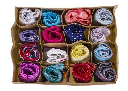 Use um guarda sapatos para fazer seus organizadores de roupas