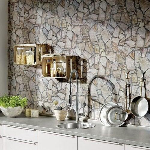 Parede texturizada na cozinha