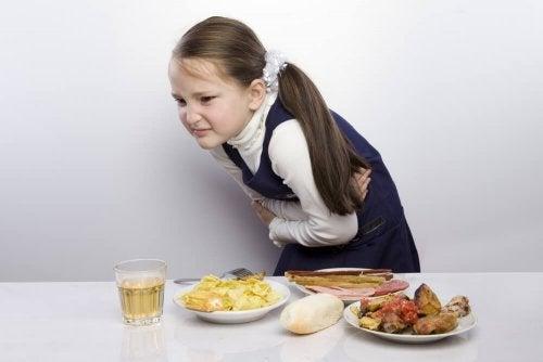 Cólicas podem ser um dos sintomas da apendicite nas crianças