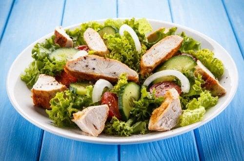 Siga a dieta da alcachofra preparando saladas