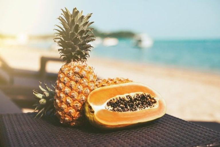 Desintoxique o corpo com esta dieta depurativa de mamão e abacaxi