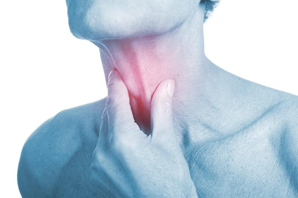 4 remédios antibióticos para aliviar uma infecção de garganta