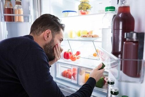 Cheiros ruins na geladeira
