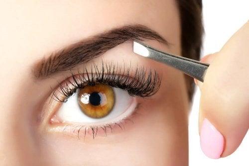 5 truques para engrossar as sobrancelhas naturalmente