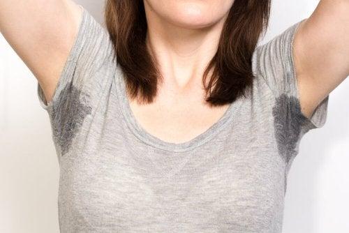A sudorese é uma das mudanças físicas nos adolescentes