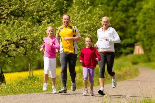 Exercitar-se é uma das atividades para fazer em família