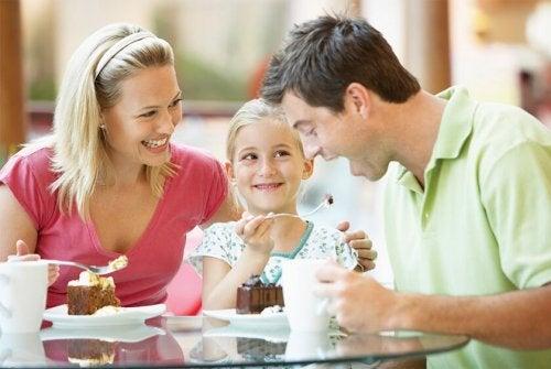 A refeição familiar ajuda no crescimento de uma criança
