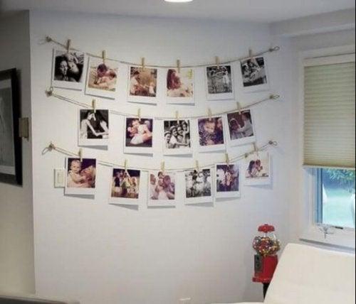 Fotos penduradas na parede