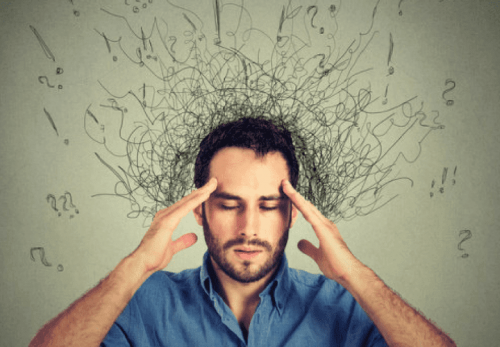 Homem experimentando os efeitos negativos do estresse na cabeça