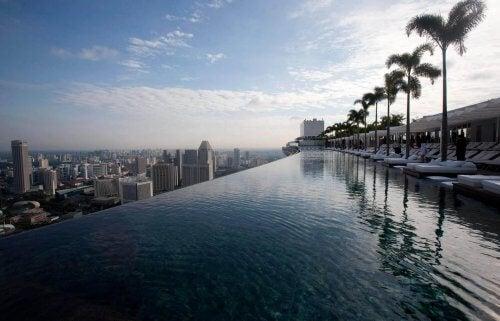 Incríveis piscinas com diferentes formas