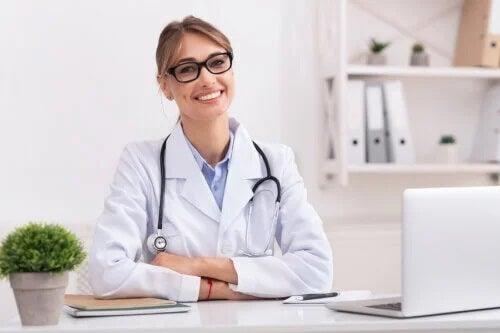 O que é um perinatologista, especialista em medicina materno-fetal?