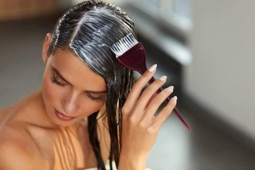 Repolarização capilar caseira: o seu cabelo reparado em minutos