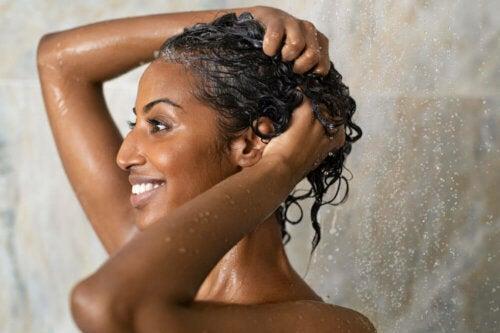 Tonico limpador com sal marinho para o cabelo oleoso