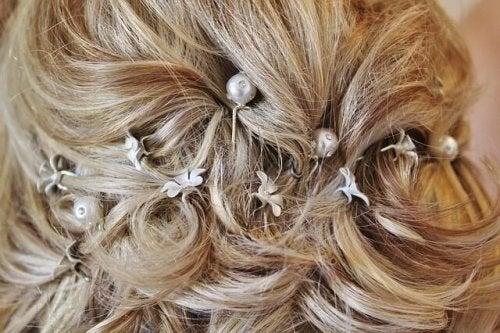 Penteado para noivas com enfeites