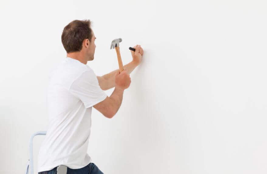 Como pregar um prego sem danificar a parede