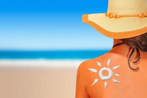 Cuidados da pele depois de um dia de praia